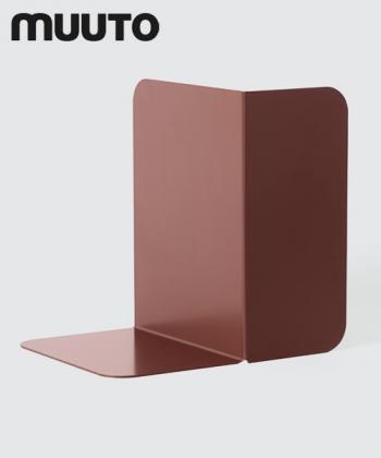 Compile Podpórka do książek bordowa | design Cecilie Manz | Muuto