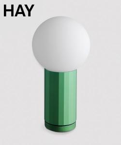Turn On zielona skandynawska lampa stołowa | Hay | Design Spichlerz