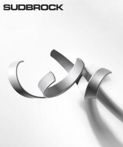 Skulpturhaken S1 chrom designerski wieszak na ubrania | Sudbrock