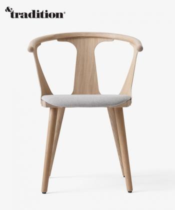 In Between Chair SK2 dąb bielony, Fiord 251 designerskie krzesło skandynawskie   &tradition   Design Spichlerz